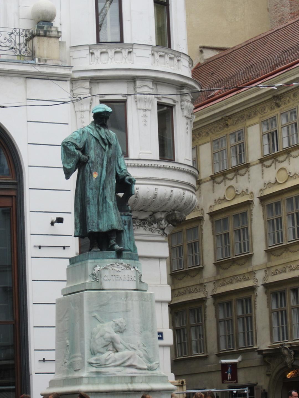 Gutenberg Denkmal am Lugeck - © Lisa Kiss