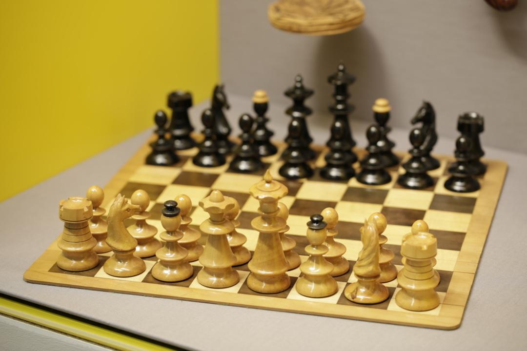 Schachspiel von Karl Renner - © Dr. Karl Renner Museum für Zeitgeschichte