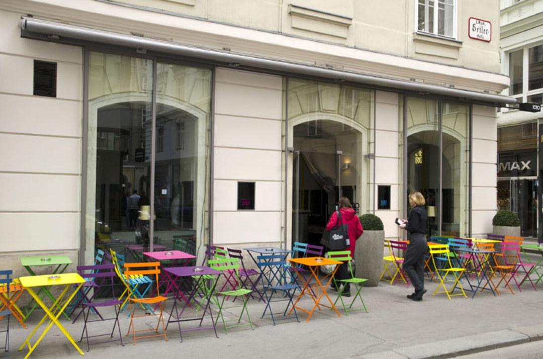 © 1010 Bar Café