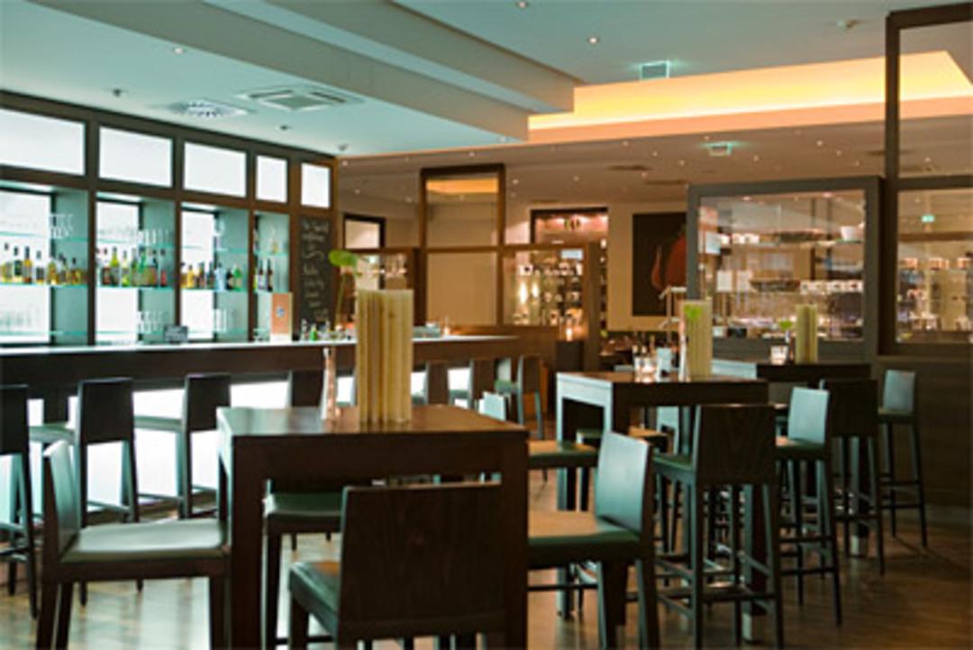 © Fleming's Brasserie & Wine Bar